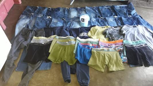 Casi a 100 kilómetros encontraron las prendas que se habían robado de un local