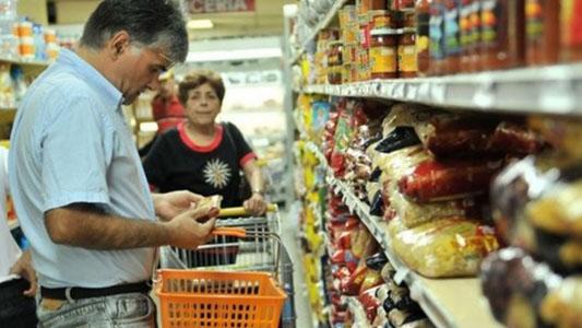 Alimentos: Llenar la canasta cuesta $ 2.000 más que hace un año