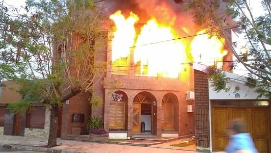 Estudio contable ardió por completo en la mañana en barrio San Justo