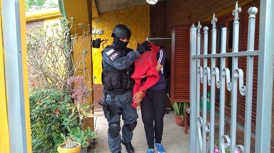 """Policía de la Caminera hacía """"delivery"""" de drogas en Bell Ville"""