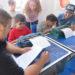 Niños con discapacidad visual hicieron la carta de una heladería en braile