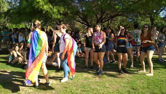 """""""Cada día somos más"""" cantaron marchando por los derechos del colectivo LGBTIG: Qué reclaman"""