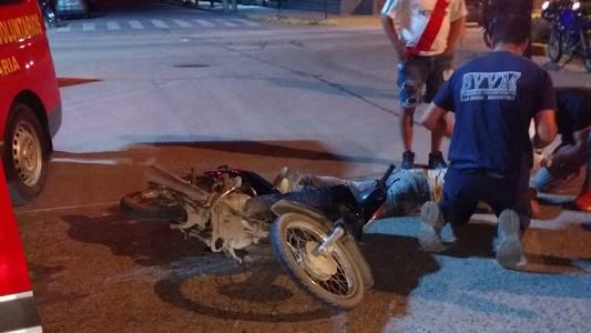Dos caídas de moto dejaron a hombre y mujer con lesiones graves