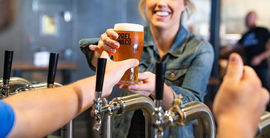 Original campaña: Tomando cerveza ayudás a comprar un marcapasos para Mica