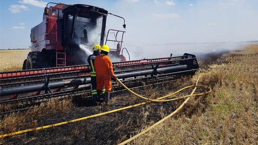 Incendio en el campo: se le prendió fuego la cosechadora