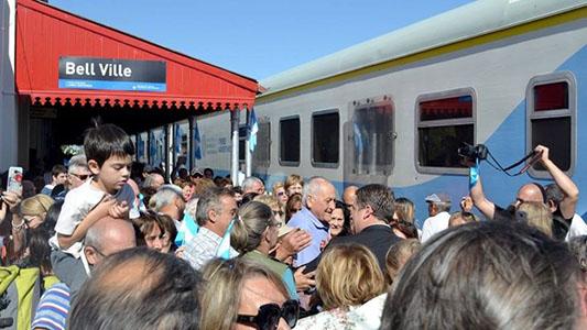Bell Ville: Después de 26 años volvió a parar el tren de pasajeros