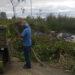 Vecina enojada escrachó a hombre que dejó basura en su barrio