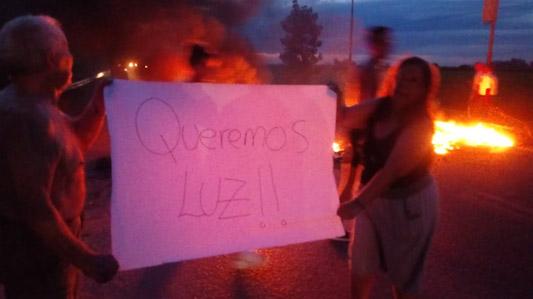 Vecinos se quejan frente a EPEC: Convocan a reclamo masivo por cortes de luz