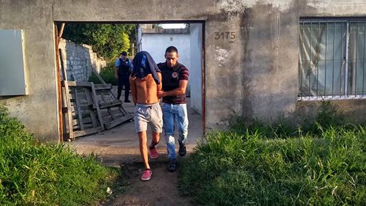 Dos jóvenes presos en allanamientos: uno de ellos amenazó a una pareja y robó un celular