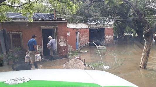 Bell Ville afectado por desbordes: rutas cortadas y casas inundadas