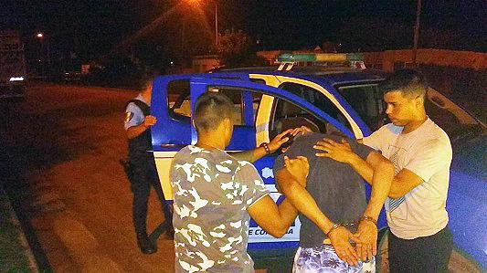 Asalto a mano armada: Lo detuvieron de madrugada en barrio Los Olmos