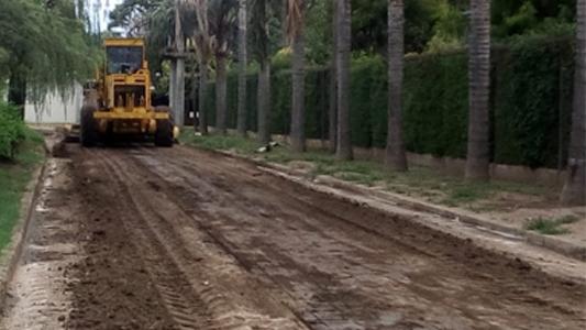 Villa Nueva: nivelan calles y realizan cordón cuneta en barrios