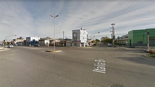 Se detuvo en un semáforo y le robaron un celular con dinero en efectivo