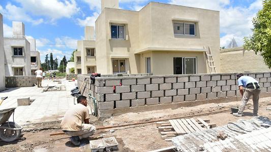 Cómo va la construcción de viviendas en los barrios Evita y Los Olmos