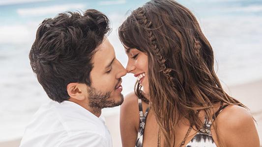 Con rumores de romance, Yatra y Stoessel compartirán escenario en Villa María