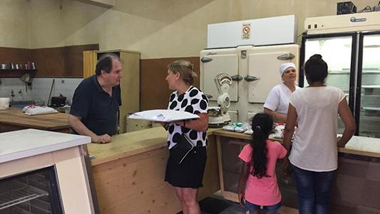 El último día de pastelería Roma, con más de 50 años de historia en Las Varillas