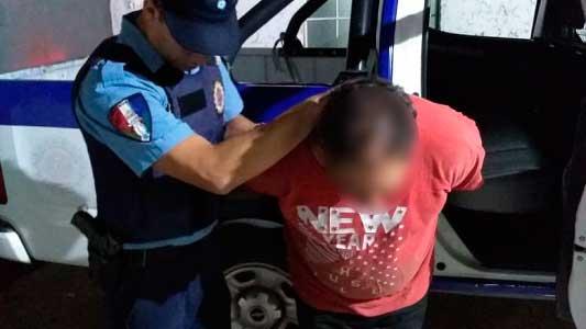 Discutían a los gritos y le terminaron pegando a un policía que fue a calmarlos