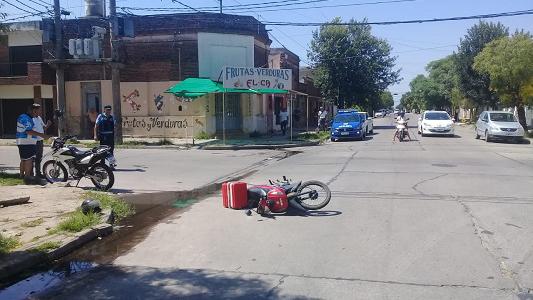 Cadete chocó contra otra moto y se fracturó 3 costillas