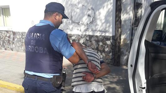 Intentaron robar en un departamento y el dueño los vio: Terminaron detenidos