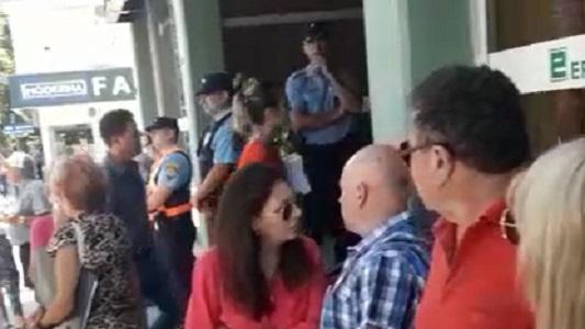 """Vecinos del Vista Verde reclamaron en Epec: """"Basta de cortes y aumentos"""""""