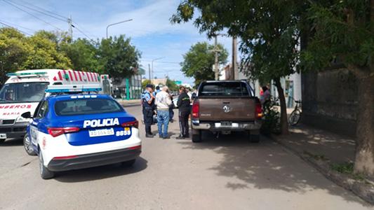 Ciclista sufrió lesiones graves tras colisionar con una camioneta en bulevar Sarmiento