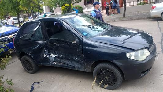 Choque entre dos autos: Detuvieron a joven conductor por estar alcoholizado