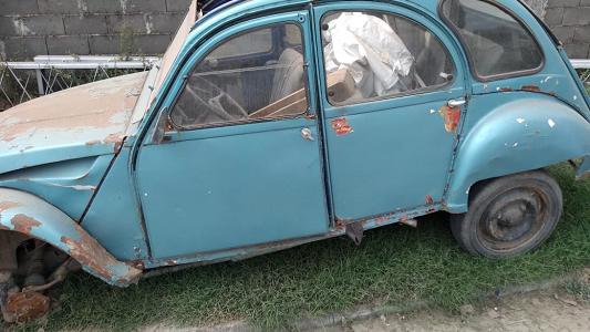 Levantan autos abandonados en las calles de Villa Nueva