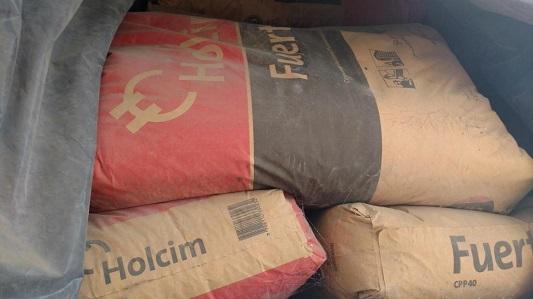 Albañiles infieles: Se robaron 2 bolsas de cemento de la obra que les dio trabajo