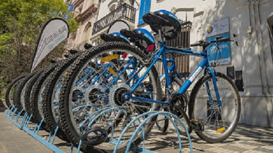 Estudiantes de la UTN acceden a bicis gratis que aporta el Gobierno de Córdoba