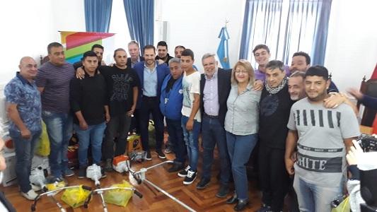 Trabajadores despedidos de la Fábrica Militar trabajarán en una cooperativa: el municipio donó herramientas