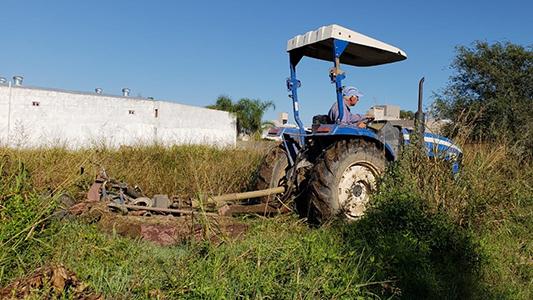 Continúa la limpieza de terrenos: Desmalezaron lotes en barrio Carillo y Parque Norte
