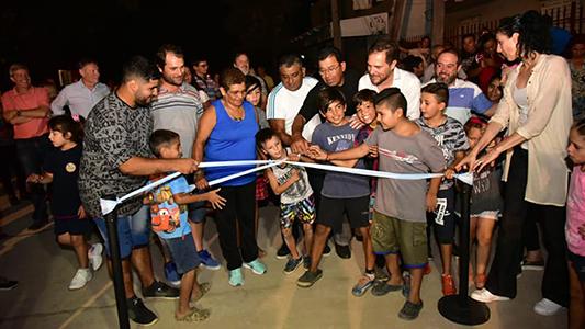 Inauguran 7 cuadras de pavimento con la promesa de 800 más si siguen 4 años