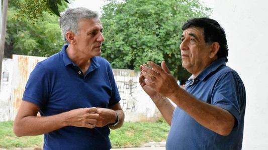 Zazzetti recorre los barrios y espera la fecha de elecciones para intensificar la campaña