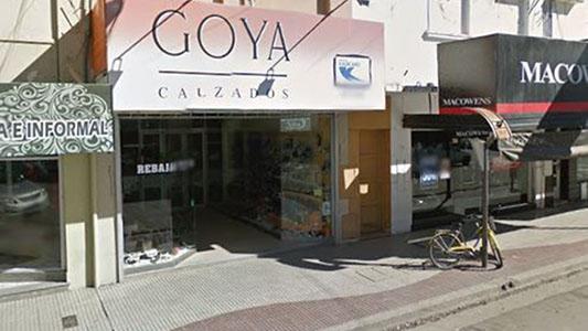 Zapatería céntrica en crisis: trabajadores luchan por su salario