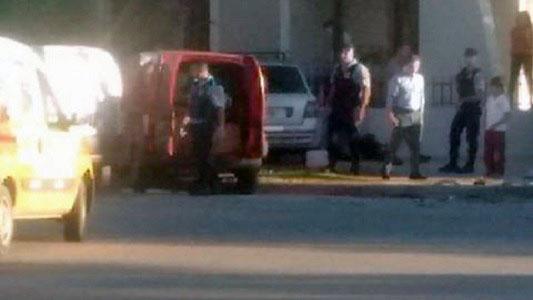 Choque en bulevar: Uno de los autos terminó arriba de la vereda