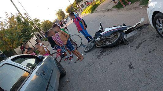 Con riesgo de vida: Joven sufrió fuerte golpe en la cabeza tras chocar en moto