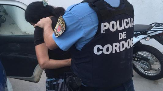 Mujer y hombre detenidos por amenazar a sus parejas