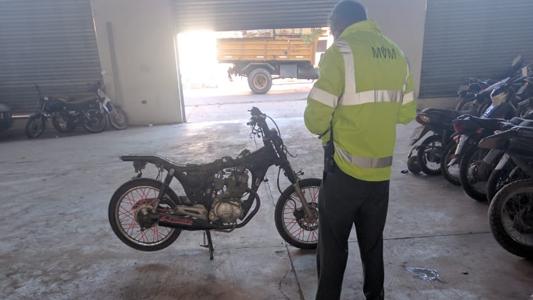 Moto desarmada: Dueño entregó documentación a Tránsito pero no tiene respuestas