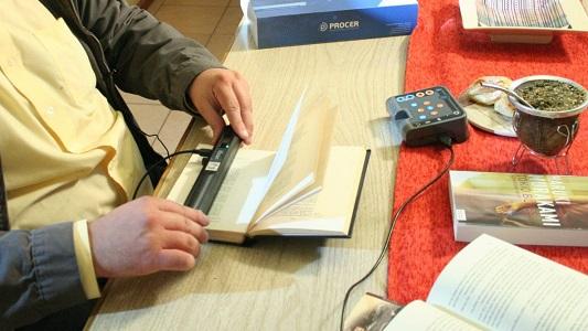 Para que ciegos puedan leer: Presentan tecnología inclusiva en la UNVM