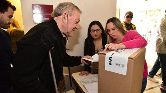 EN FOTOS: La elección para gobernador en las escuelas de Villa María
