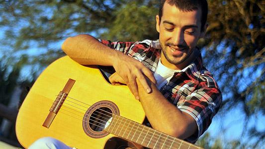 Para llegar a Medellín: Cantante de tango organiza concierto solidario para ir a competir