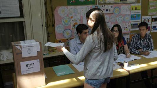 Elecciones: Alertan que jóvenes villamarienses no aparecen en el padrón para votar
