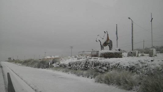 Cayó la primera nevada del año en Córdoba y se siente el frío en la ciudad
