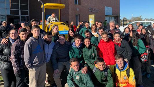 Escuela agrotécnica de Alto Alegre recibió un tractor y una sembradora