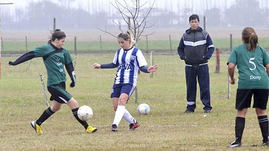 Las mujeres tienen su lugar en el fútbol: Más clubes suman equipos femeninos