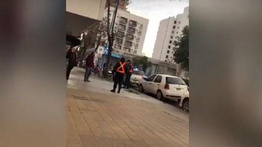 Hombre del hacha: sigue detenido y ordenaron hacerle pericias