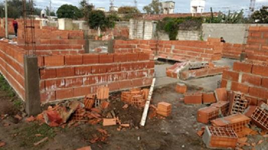 Lamentable: Destruyen en Bell Ville viviendas sociales en construcción