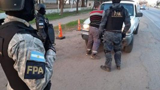 Controles por tráfico de droga: requisaron autos y personas en ruta 158