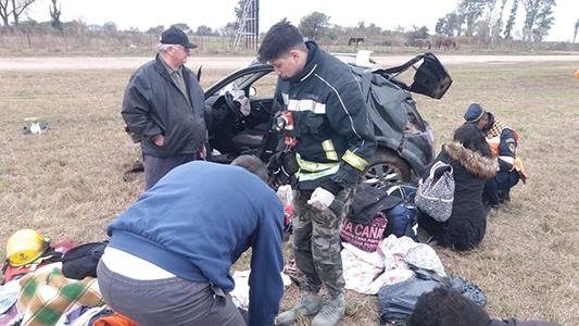 Vuelco en autopista: 3 personas de Santa Fe fueron trasladadas al Hospital Pasteur