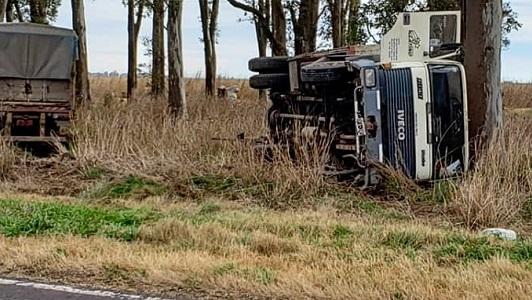 Volcó camionero de Villa María cuando transitaba por ruta 9